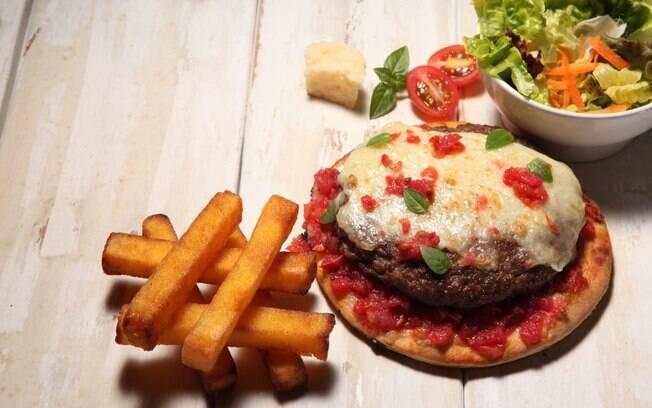 Pizza Burger ficará disponível no cardápio de algumas unidades da Patroni somente até o dia 31 de maio