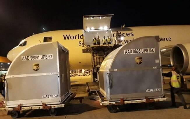 Avião com 936 mil doses de vacina da Pfizer chega em Viracopos