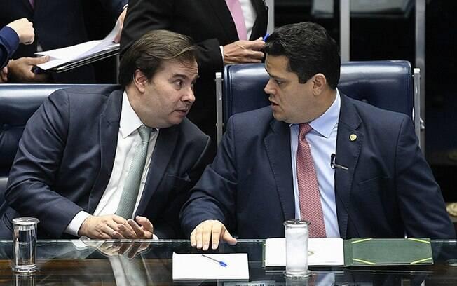 Rodrigo Maia e Davi Alcolumbre querem colocar em votação emenda que permite reeleição nas presidências do Senado e da Câmara
