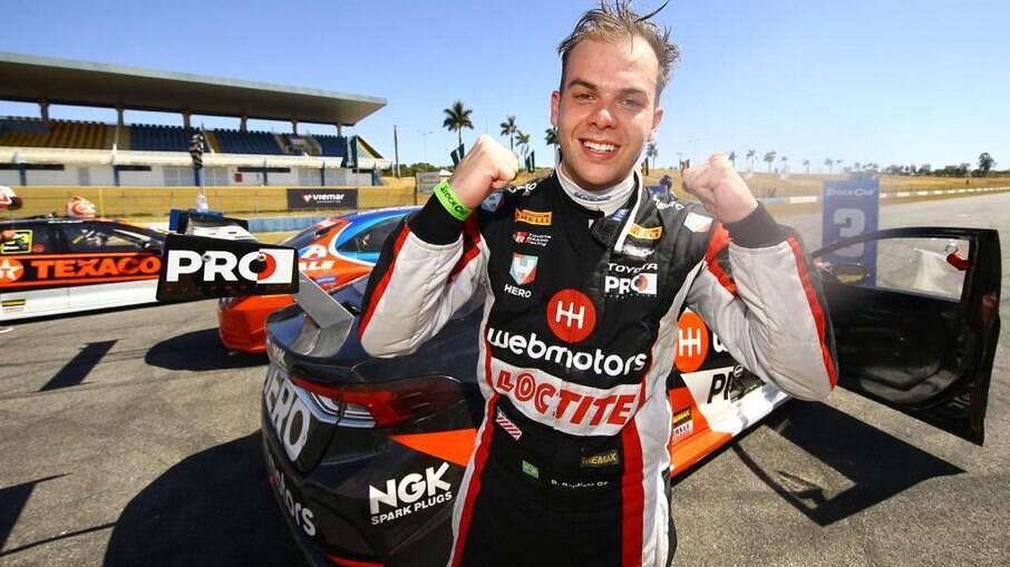 Bruno Baptista depois de ter terminado em terceiro lugar com seu Toyota Corolla de Stock Car