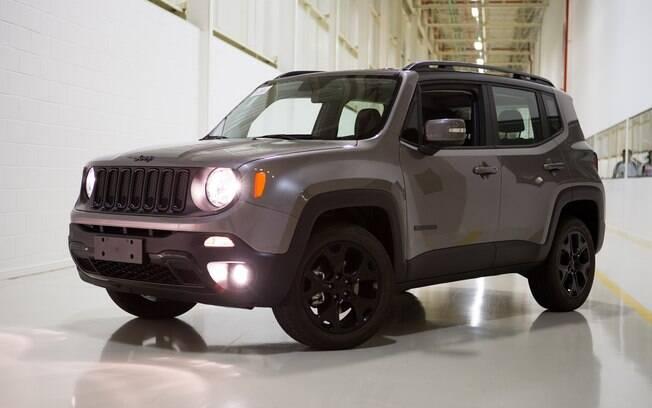 Jeep Renegade Night Eagle: assim como a Fiat Toro BlackJack, o SUV tem apenas detalhes de cores escuras