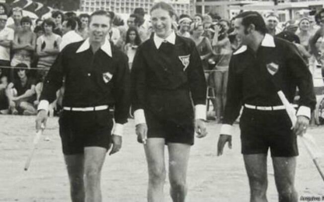 Léa Campos se tornou a primeira árbitra mulher do futebol mundial