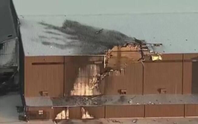 Avião colidiu com hangar logo após a decolagem; nenhum tripulante sobreviveu