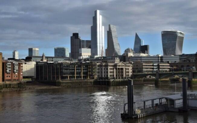 O horizonte da cidade de Londres durante o segundo bloqueio nacional de um mês na Inglaterra