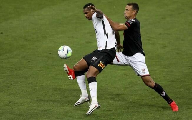 Goleiros se destacam e Corinthians e Atlético-GO ficam no 0 a 0 no placar