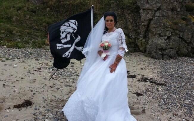 Amanda Teague diz que se casou com pirata fantasma e relata que eles têm encontros, discussões e fazem sexo
