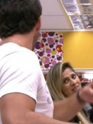 Vanessa não deixou quieto e pediu para o Marcelo parar de gritar com ela