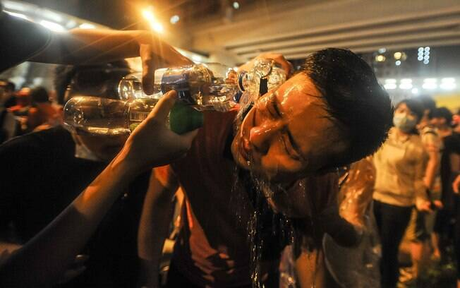Spray de pimenta: usado para conter pessoas quase que estejam perto; causa ardência nos olhos