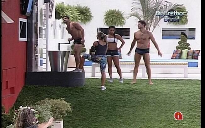 Kelly e Fabiana recebem ajuda de Jonas e Yuri