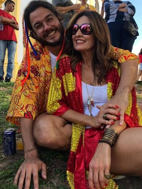Fátima Bernardes e Túlio Gadelha aproveitam fim de semana na folia