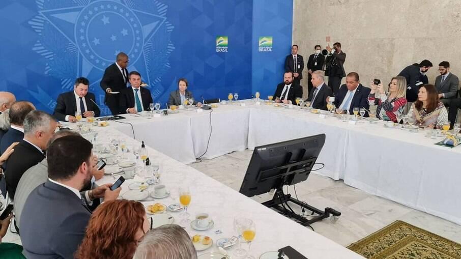 Bolsonaro diz a ruralistas que pode ter 4 ministros do STF 'alinhados'
