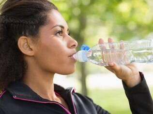 Dois litros de água por dia é o que a maior parte dos nutricionistas e médico aconselha