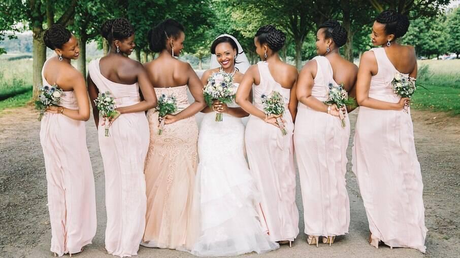 Vestidos iguais para casamento ao ar livre