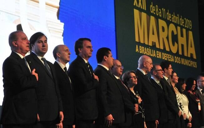 Bolsonaro e Maia defendem reforma da Previdência durante a abertura da 2ª Marcha a Brasília em defesa dos municípios