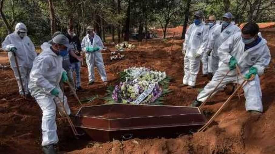 Brasil bate a marca de 400 mil mortes