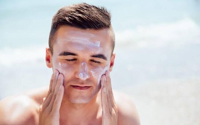 O protetor solar%2C quando entra em contato com os olhos%2C pode ser causador de infecções