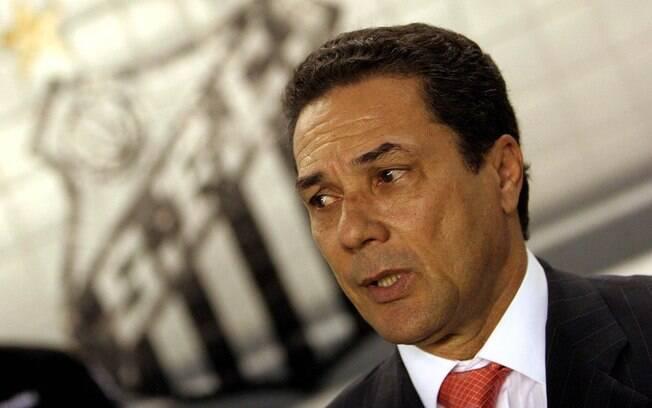 Em 100 anos, o Santos teve 98 treinadores.  Dos que comandaram o time nesse século, Luxemburgo  lidera o número de partidas,  305