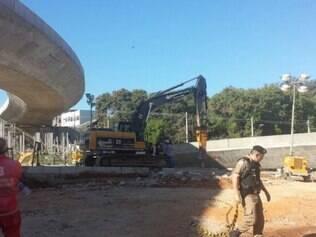 Perícia para apontar a causa da queda do viaduto, na Pedro I, começou nesta manhã de sexta-feira