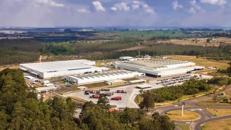 Volkswagen interrompe produção em duas fábricas por falta de peças