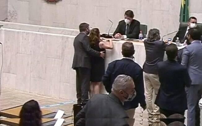 Isa Penna foi assediada por deputado Fernando Cury