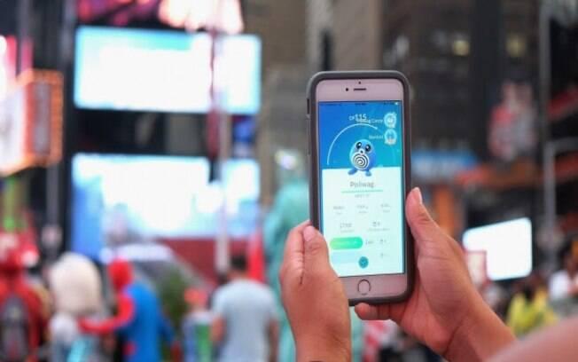 Pokémon Go utiliza realidade aumentada e geolocalização para encontrar personagens que serão capturados
