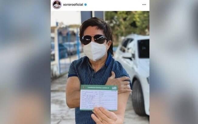 Xororó é vacinado contra a covid-19 em Campinas:
