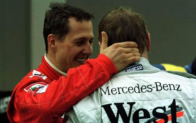 O alemão afirmou que o finlandês Mika Hakkinen, da McLaren, campeão em 1998 e 1999, foi seu maior rival nas pistas. Foto: Getty Images