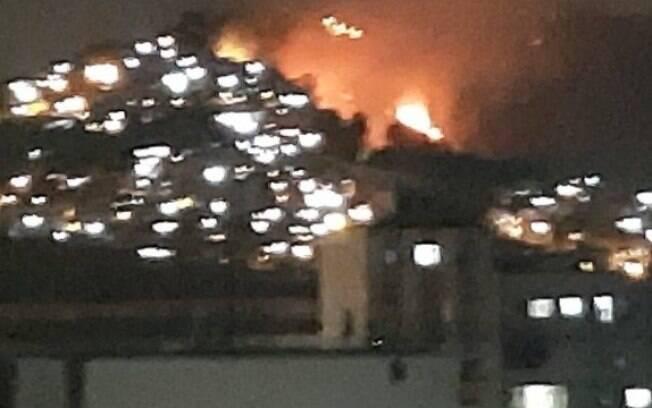 O incêndio podia ser visto de longe, de várias ruas da Tijuca