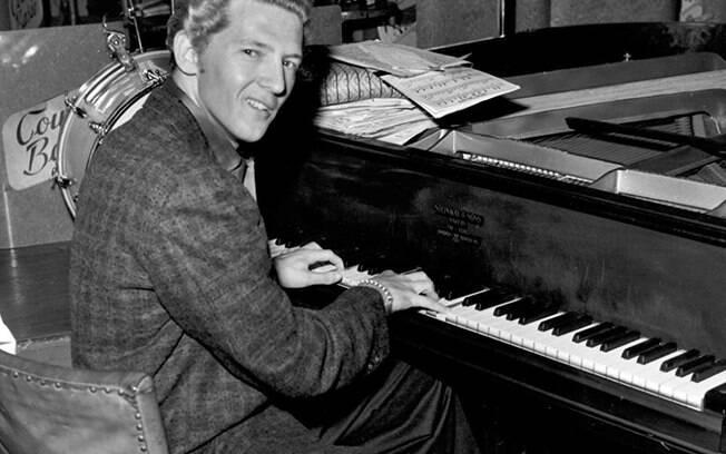 Jerry Lee Lewis é  um cantor, compositor e pianista norte-americano de rock and roll, considerado um dos pioneiros do gênero