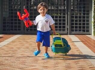 Pedro enfrenta dificuldades nas primeiras semanas de aula para se separar da mãe