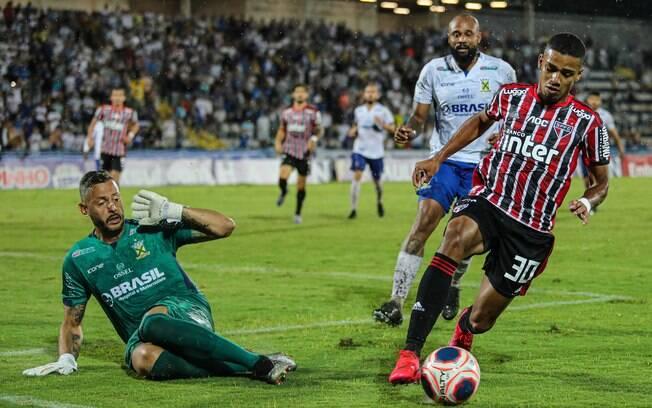 O São Paulo perdeu de 1 a 0 para o Santo André no domingo (09)
