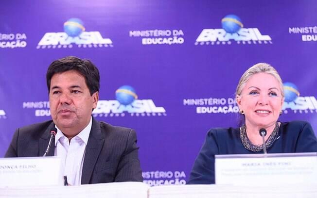 O ministro Mendonça Filho e a secretária executiva, Maria Helena Guimarães, anunciam mudanças no Enem nesta quinta
