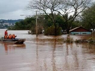 Quase 3 mil pessoas ainda estão desabrigadas ou desalojadas em razão das fortes chuvas
