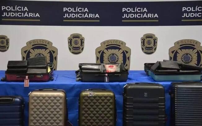 Cocaína estava escondida dentro de 8 malas de viagem.