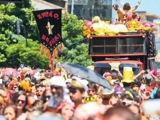 Sonorização. O maior problema desse Carnaval foi o som, pois em blocos lotados, como o Entao Brilha!, quem está mais afastado do carro não consegue ouvir
