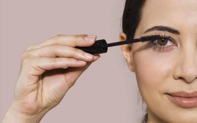 O rímel intensifica o olhar