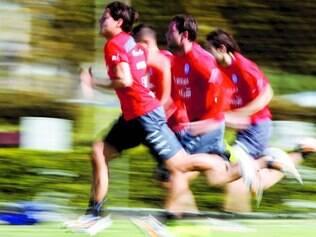 Corrida. Ontem pela manhã, apenas dez dos 23 jogadores da seleção chilena fizeram um treino físico e com bola em um dos campos da Toca da Raposa II
