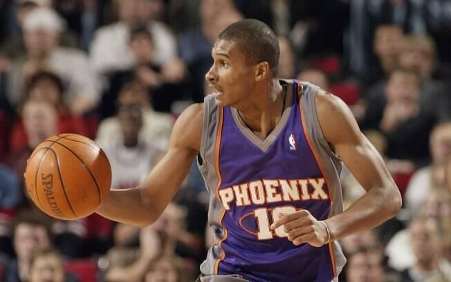 Leandrinho chegou à NBA em 2003. Foi  selecionado na 28ª escolha pelo San Antonio Spurs,  mas acabou sendo negociado imediatamente com o  Phoenix Suns