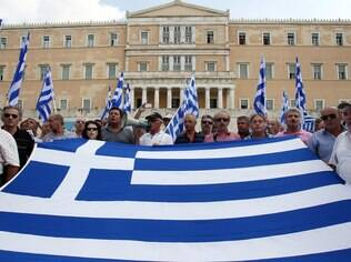 Gregos tentam ampliar auxílio financeiro junto à União Europeia para evitar calote a credores