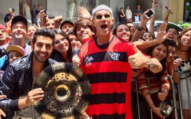 Chad Smith se redimiu ao usar a camisa do Flamengo