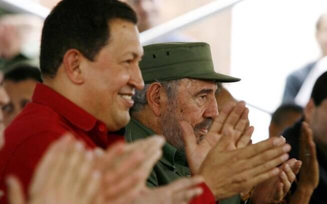 Fidel participa de evento ao lado do presidente da Venezuela, Hugo Chávez, em fevereiro de 2006
