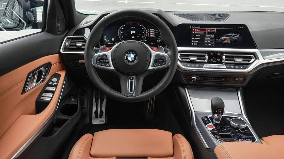 BMW M3 2021: interior futurista e funcional, com botão de partida vermelho e bancos envolventes entre os detalhes