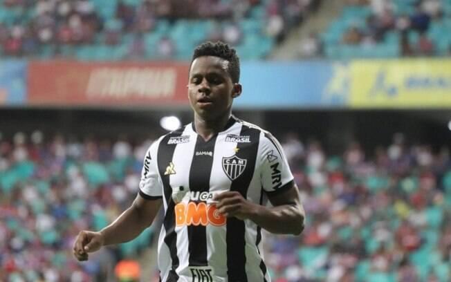 Atlético-MG libera Cazares para acertar contrato com o Corinthians