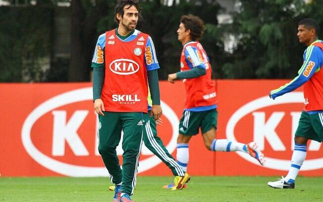 Valdivia foi relacionado por Felipão para o  duelo decisivo contra o Grêmio, nesta quinta