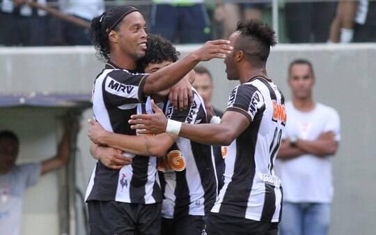 Ronaldinho volta com gol e Atlético-MG empata na despedida rumo ao Mundial - Futebol - iG