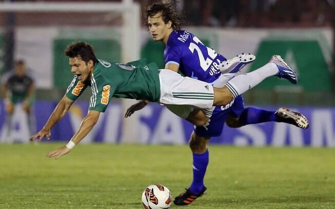 Kleber é derrubado em lance de Tigre e  Palmeiras na Argentina