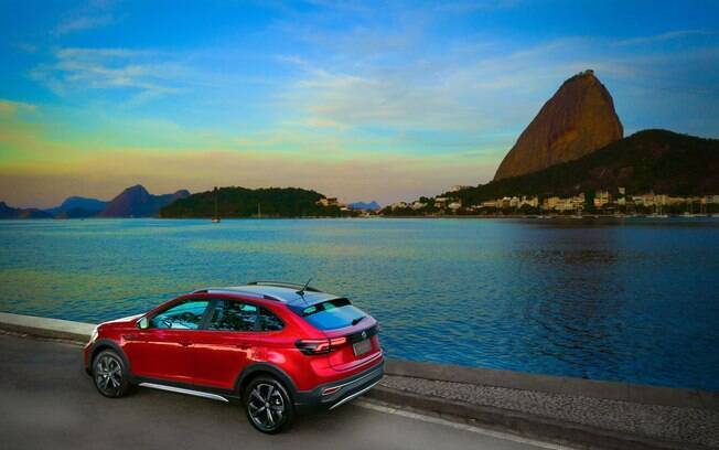VW Nivus tem ares de cupê, com caimento na traseira, o que reforça a esportividade do modelo da marca alemã