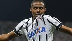 Fora do Corinthians, Elias já fala em vencer títulos com novo time