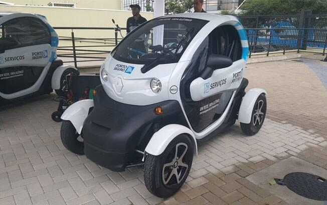 Frotas empresariais estão experimentando carros elétricos, como a Porto Seguro e o Renault Twizy