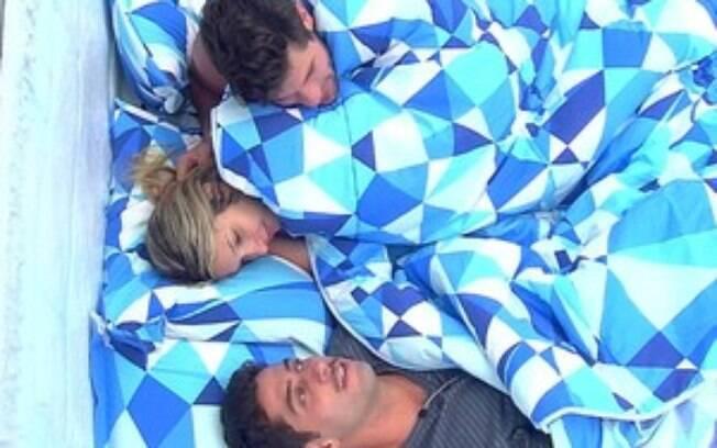 Marcelo ficou deprimido e deitou com Roni e Tatiele